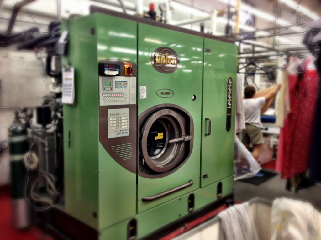 """""""Green"""" dry cleaning machine"""